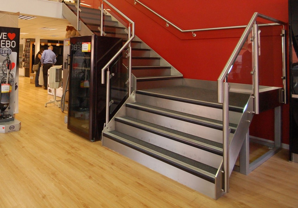 Retail staircase